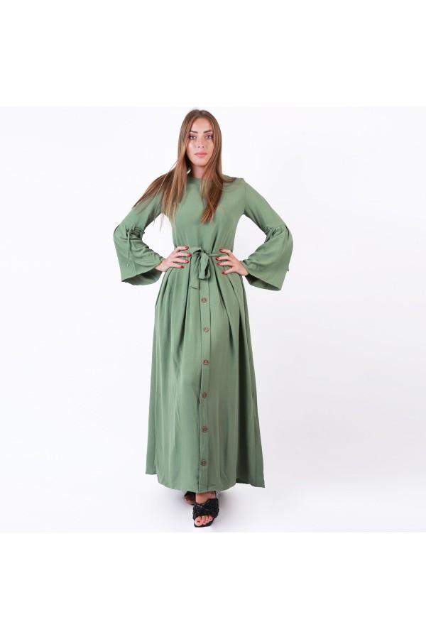فستان طويل بأكمام طويلة واسعة وتفاصيل ازرار