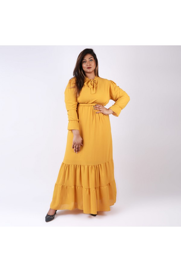 فستان ساده بأكمام طويله وياقة فيونكة