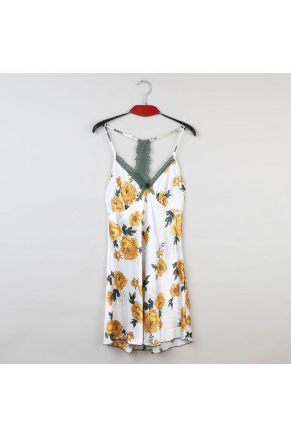 قميص قصير مزين بالزهور وتفاصيل دانتيل