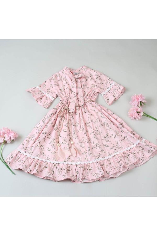 فستان بأكمام قصيرة مزين بطبعات زهور