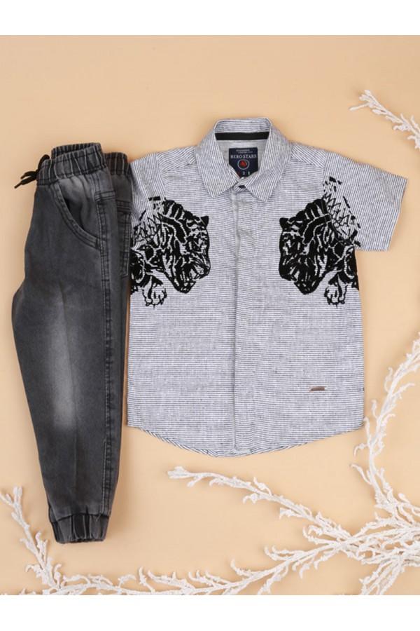 بنطلون جينز بأطراف مطاطية مع قميص بطبعات