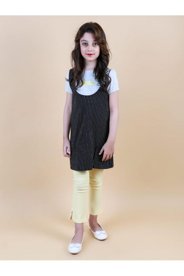 فستان قصير مخطط مع تيشيرت وبنطلون