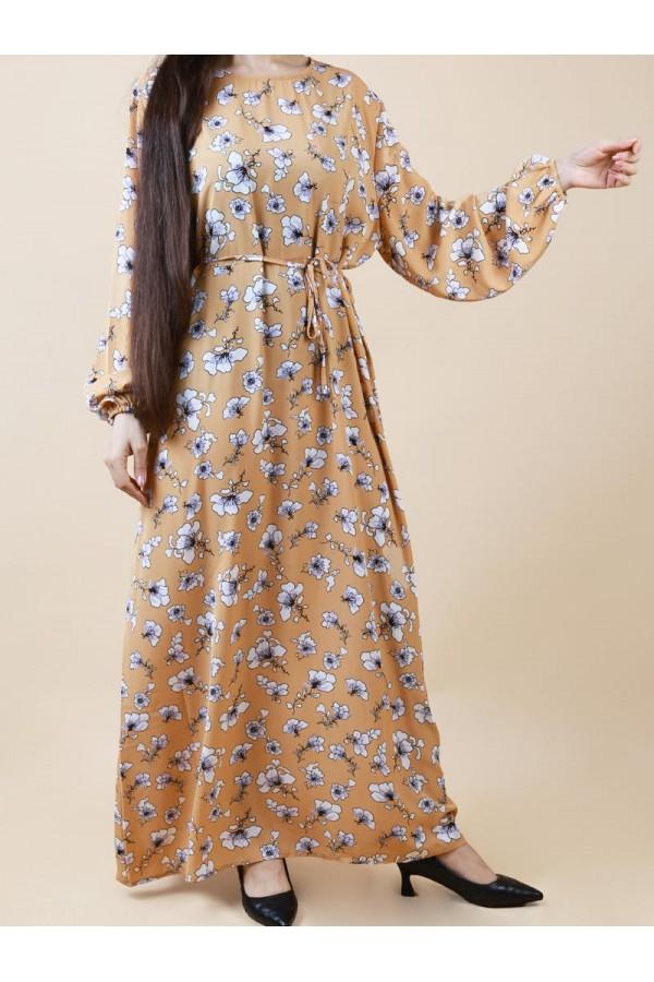 فستان طويل مزين بطبعات زهور
