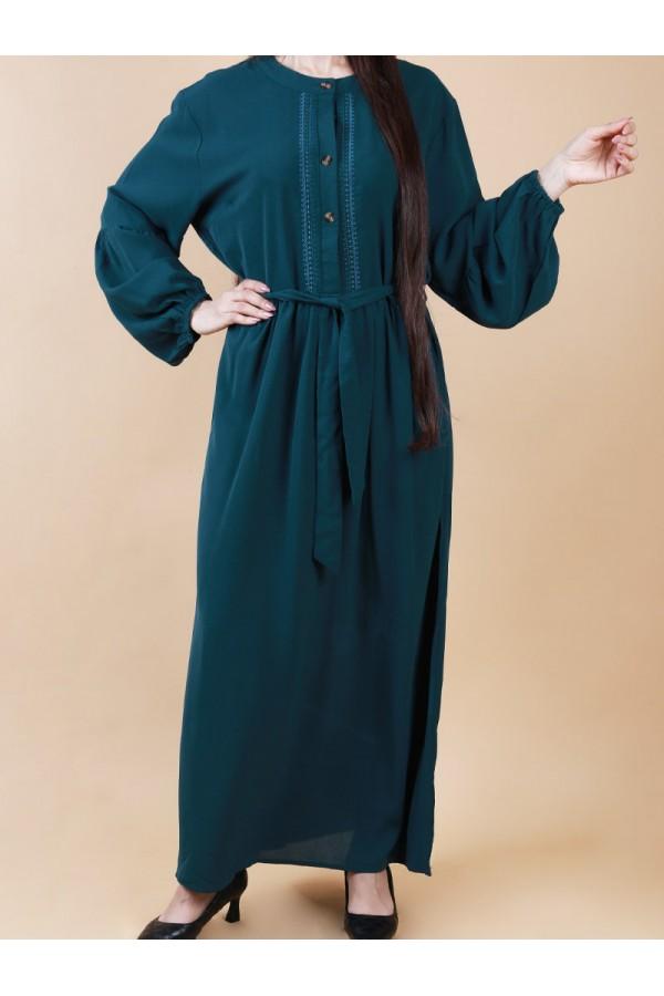 فستان طويل بياقة مستديرة وحزام ربط