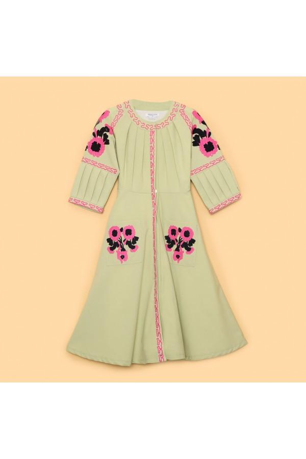 فستان بياقة مستديرة مزخرف بالزهور