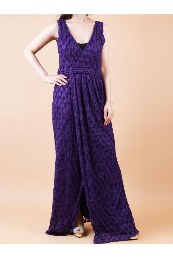 فستان طويل دون أكمام بفتحة أمامية وتفاصيل لامعة