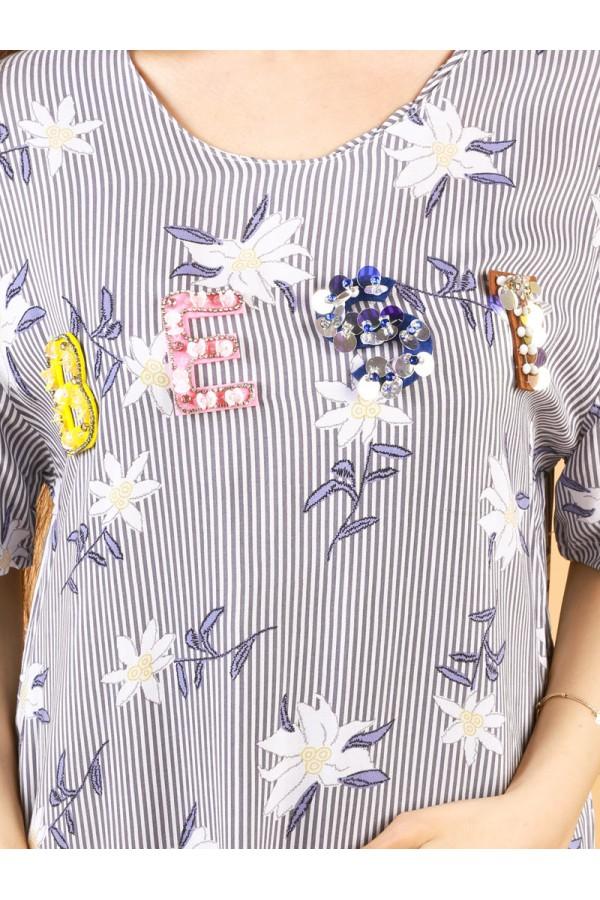 قميص بأكمام قصيرة وطبعات زهور