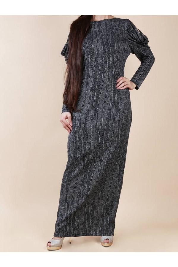 فستان طويل بقصة ضيقة  و تفاصيل لامعة