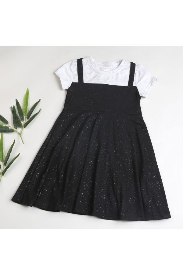 فستان بقصة واسعة وأكمام قصيرة