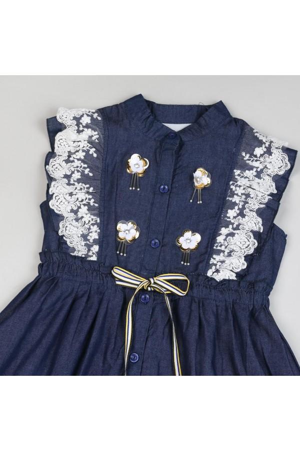 فستان جينز دون اكمام مزين بتفاصيل دانتيل