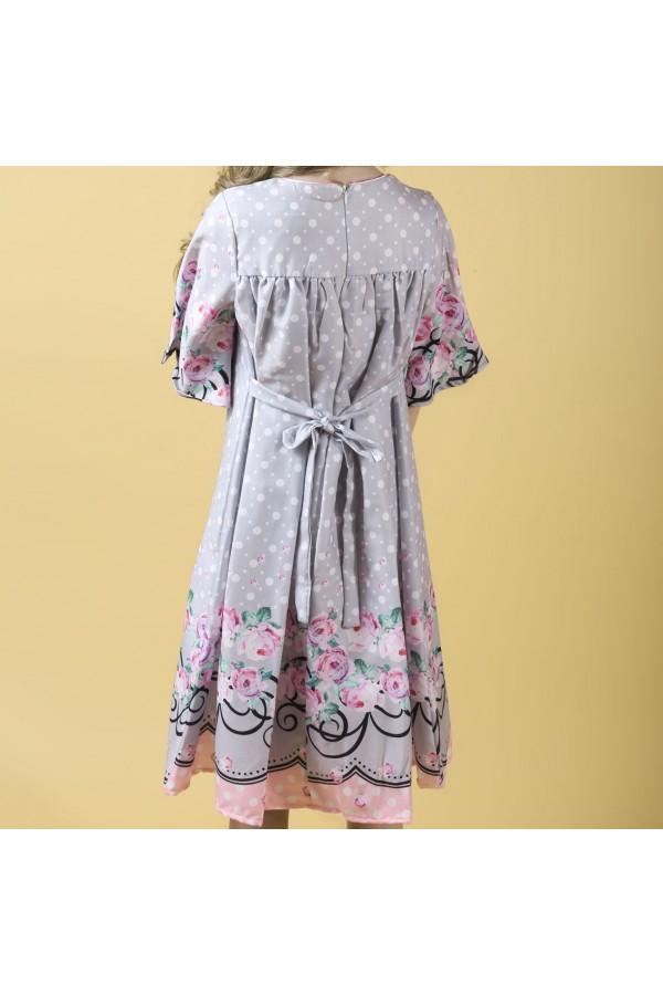 فستان بأكمام متوسطة الطول مزين بالزهور