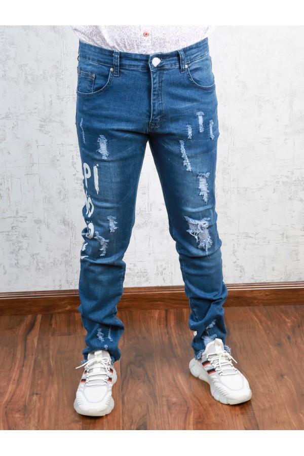 بنطلون جينز ممزق بطبعات كتابة